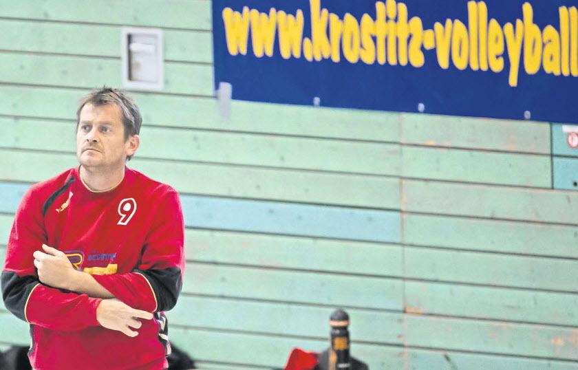 Der Krostitzer Volleyball ist gerade voll im Trend. Das sieht Trainer André Quasdorf sicher genauso. Foto: Alexander Prautzsch